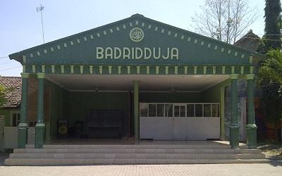 Wisata Rohani dan Berdoa di Makam KH. Badri Masduqi di Probolinggo